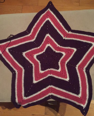 Crochet star blanket in pink, purple and white