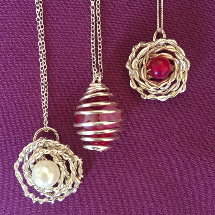 Wire pendant with bead